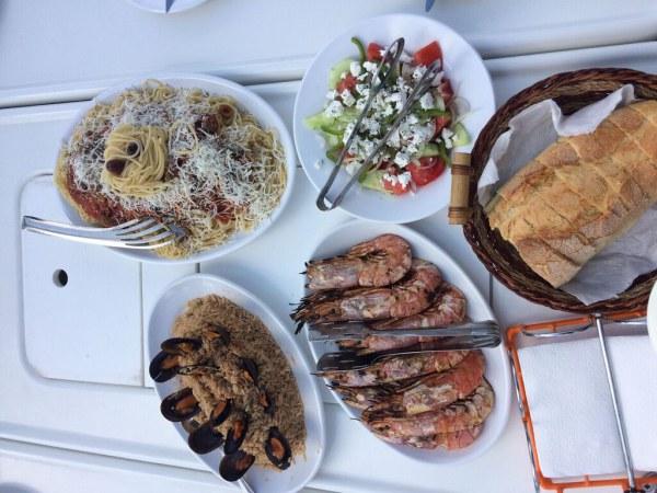 santorini_11_lunch_barca_sailing.jpg