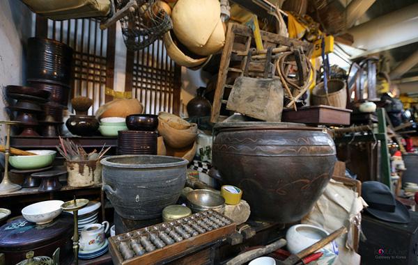 seoul-folk-flee-market-republic-of-korea.jpg