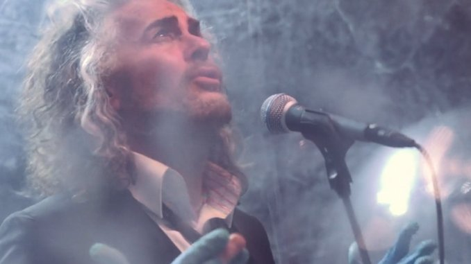 """The Flaming Lips Share Video For New Song """"Dinosaurs on the Mountain"""""""