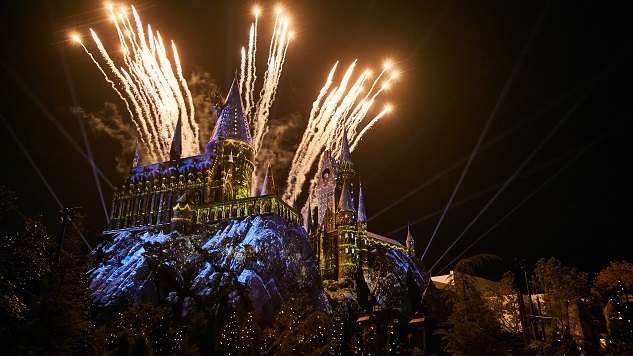 Universal Studios Florida Casts a Holiday Spell at Hogwarts Castle and Beyond