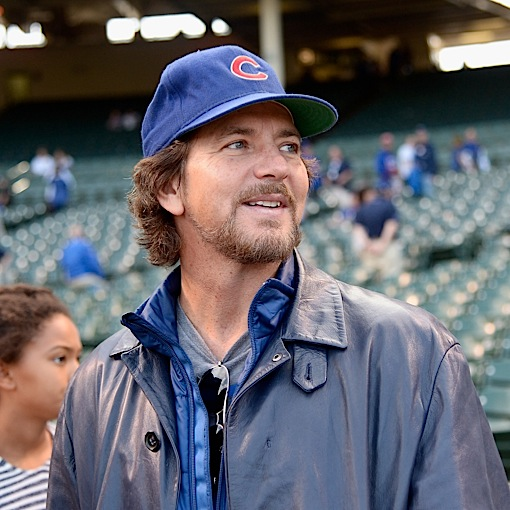"""Watch Eddie Vedder Play """"Corduroy"""" Outside Wrigley Field With Some Random Buskers"""