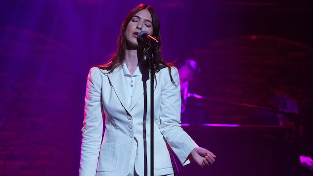 """Watch Weyes Blood Perform """"Everyday"""" on <i>Late Night with Seth Meyers</i>"""