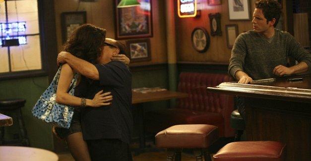 "<i>It's Always Sunny in Philadelphia</i> Review: ""Frank's Pretty Woman"" (Episode 7.01)"