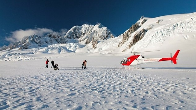 5-lazy-ways-to-see-new-zealands-natural-beauty thumbnail-franz-josefcourtesy-glacier-helicopters