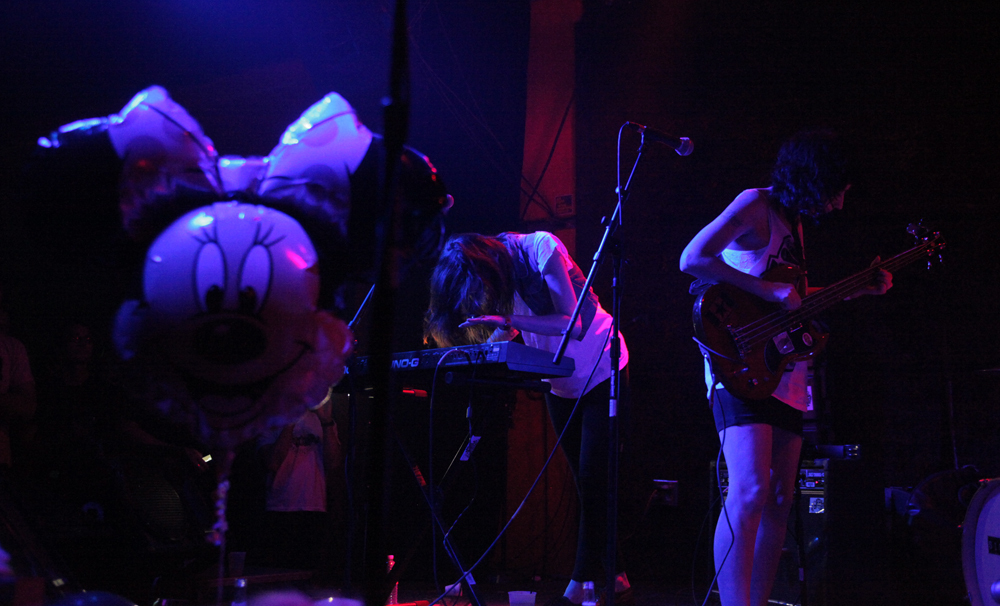 a-day-in-the-life-of-the-coathangers photo_5874_0-4