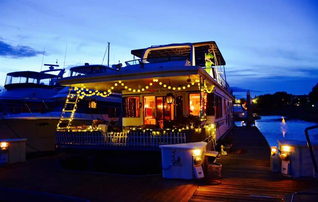 airbnb-houseboats cali-houseboot