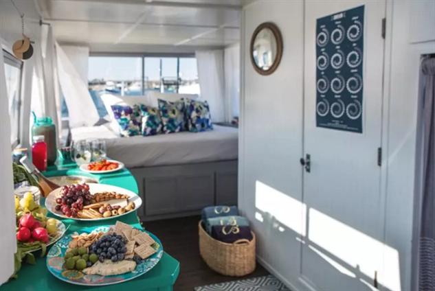 airbnb-houseboats newport-houseboat