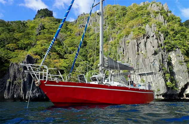 Escape the Mainland with these 15 Airbnb Boats :: Travel