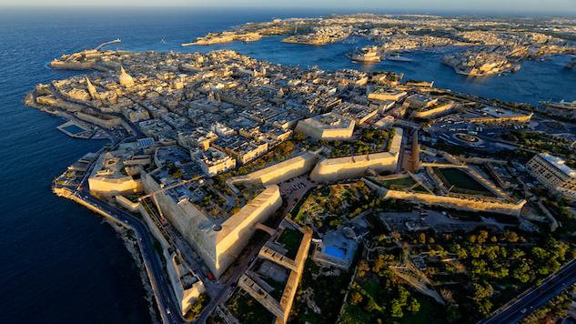 airport-landing malta-international-airport