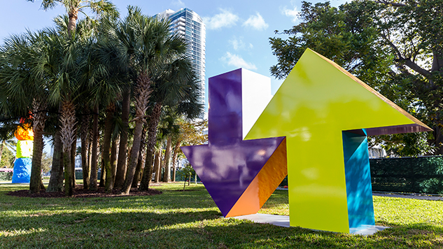 art-basel-roundup courtesy-art-basel-tony-tasset--arrow-sculpture--2016