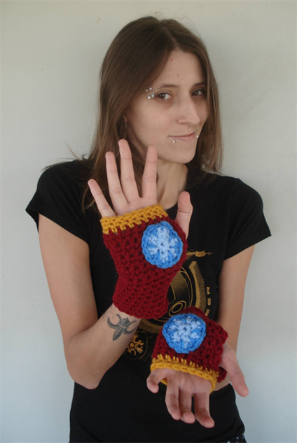 avengers-etsy 23-paste-movie-gallery-etsy-avengers-hand-warmers