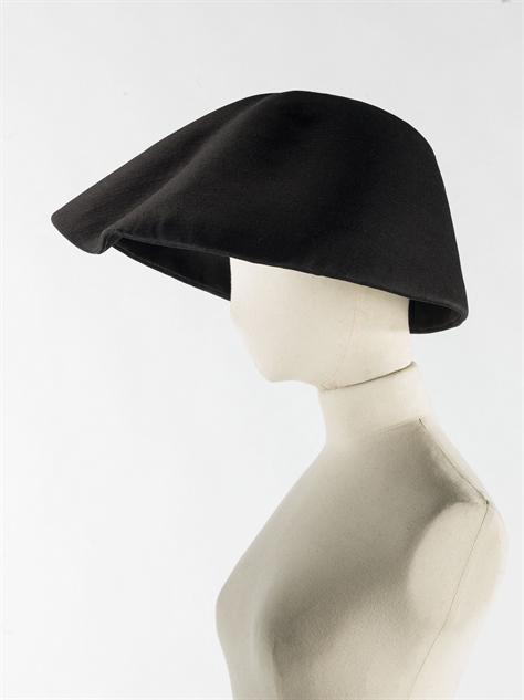balenciaga- 10-balenciaga-chapeau-gazar-1962