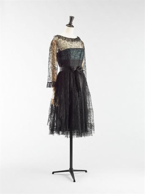 balenciaga- 11-balenciaga-robe-dentelle-1962