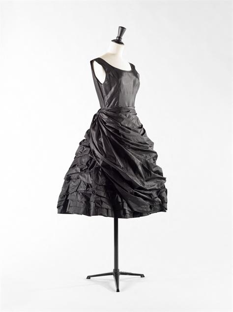 balenciaga- 4-balenciaga-robe-bouillonn-e-1950