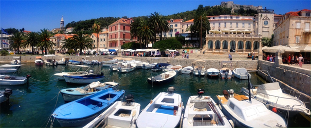 balkan-seaside hvar-town-harbour-photo-by-the-blonde-gypsy