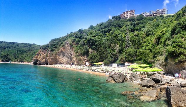balkan-seaside mogren-beach-in-budva-photo-by-the-blonde-gypsy