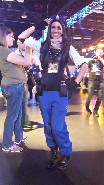 blizzcon-cosplay overwatch---ana-captain-amari-skin