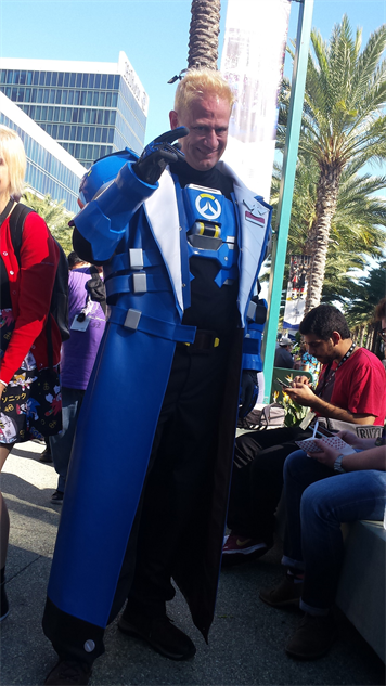 blizzcon-cosplay overwatch---soldier-76-strike-commander-morrison-skin
