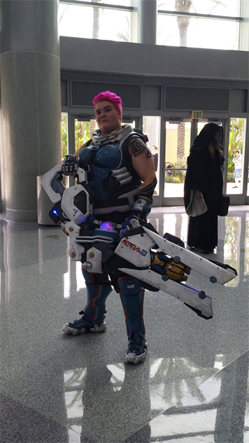 blizzcon-cosplay overwatch---zarya