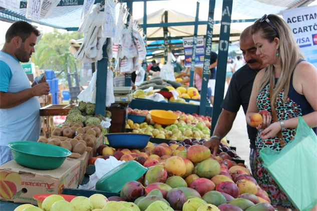 brazil-farmers-market 1-fruit