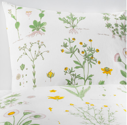 Minimalist Breezy Bedding Perfect For Summer Design