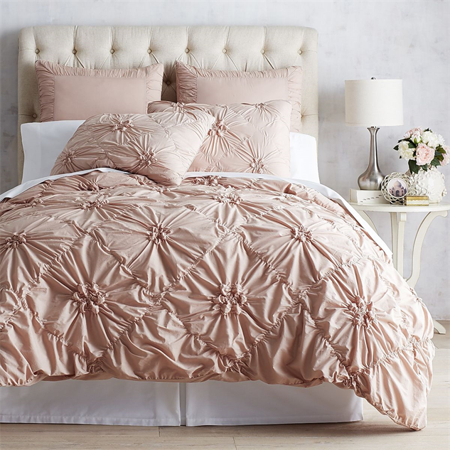 Minimalist breezy bedding perfect for summer design for Minimalist comforter