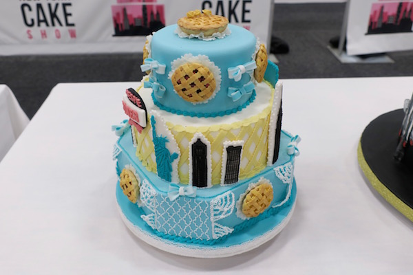 cake-show- 05-waitress