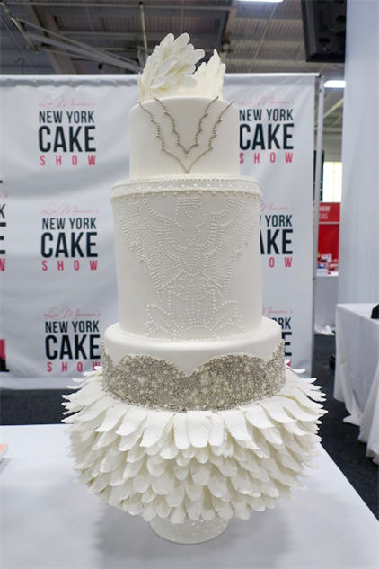 cake-show- 11-wedding-feathers