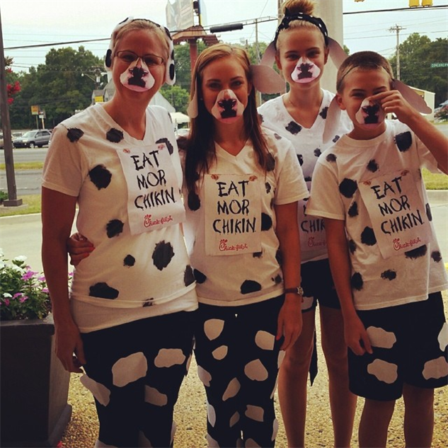 via Instagram/@cfasunsetplz; chic-fil-a-cow-style ameliadrichardson & The 20 Best Costumes of Cow Appreciation Day 2014 :: Design ...