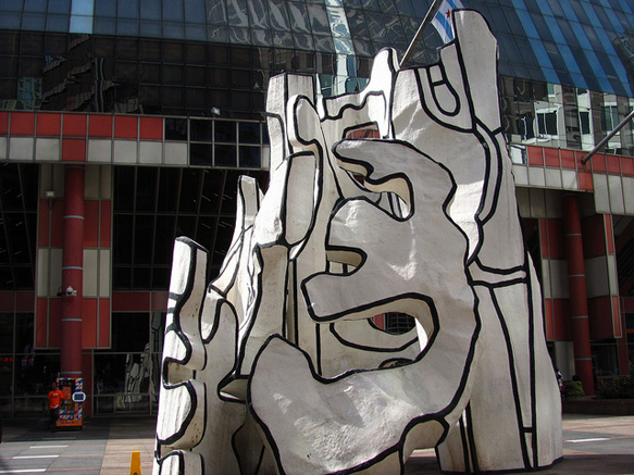 chicago-art monument-with-standing-beast--by--jean-dubuffet-chicago-past