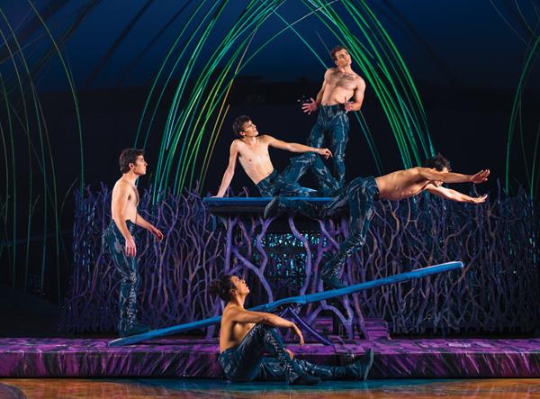 cirque-du-soleil-costumes teeterboard-0041-r