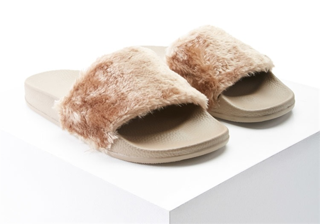 cool-girl-slides fur
