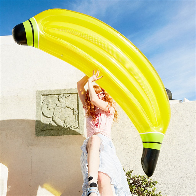 cool-novelty-pool-floats banana
