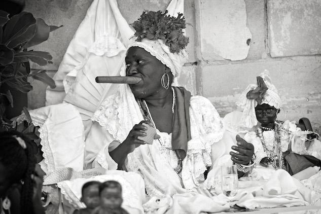 cuba-photos jay-seldin---79a-santeria-fortune-teller
