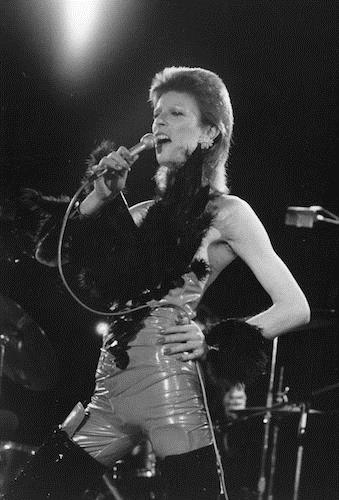 david-bowie-fashion gettyimages-3297691