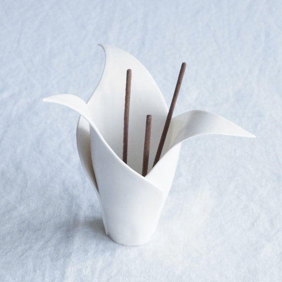 design-incense-burner white