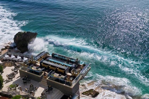 dramatic-rooftop-bars rock-bar