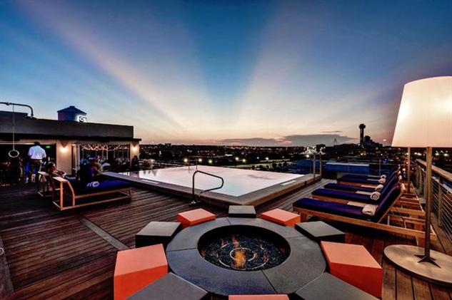 dramatic-rooftop-bars soda-bar
