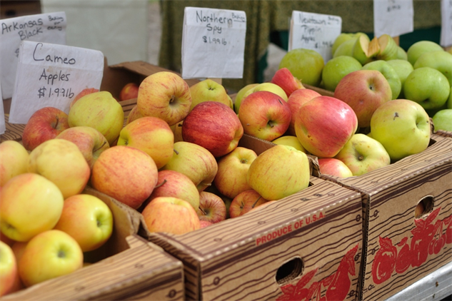 farmers-market-portland aapples-1000x667