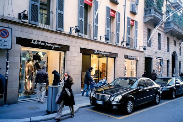 fashion-streets montenapoleone-milan-bc-paste