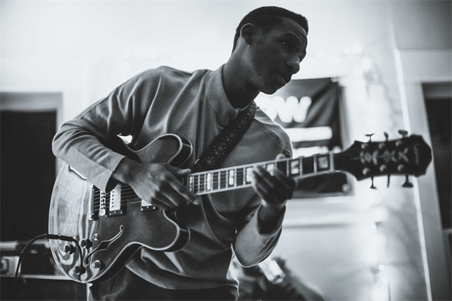 good-band-press-photos leon-bridges