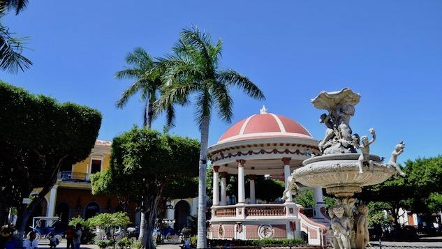 granada-nicaragua 1-parque-central