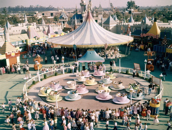 history-of-theme-parks 158939547