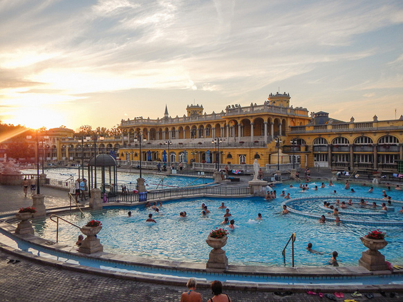 hot-springs szechenyi-thermal-bath-budapest