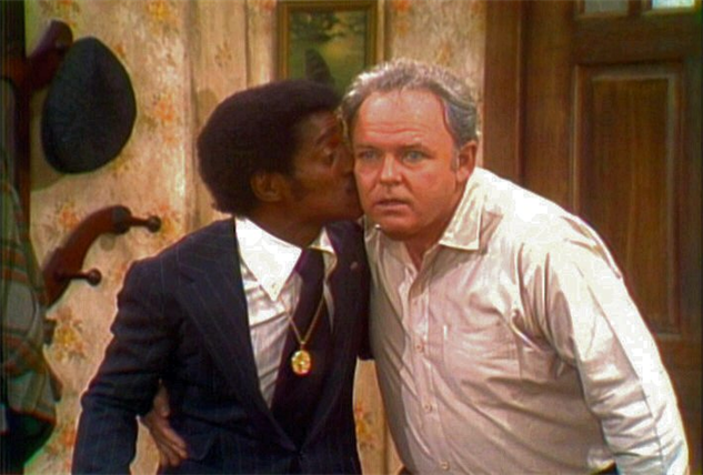 iconic-sitcom-moments sammy-davis-archie-bunker-kiss-2