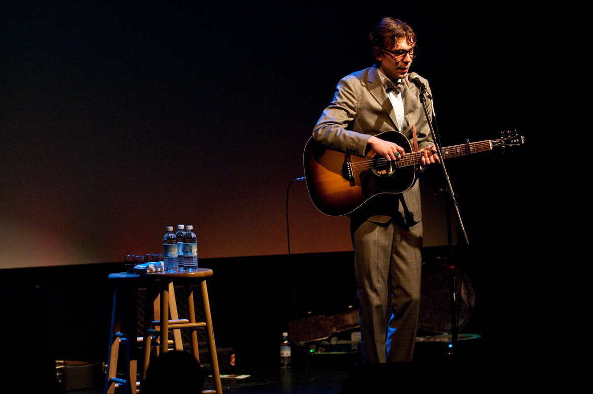 justin-townes-earle-at-the-sellersville-theatre-sellersville-pa-june-13-2010 photo_6553_0-4
