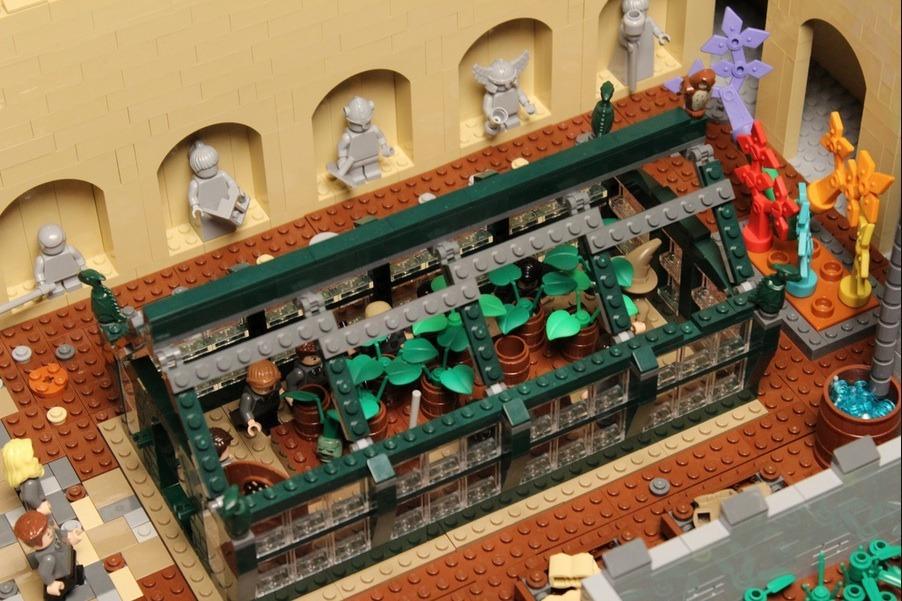 lego-hogwarts-castle photo_26181_2-3