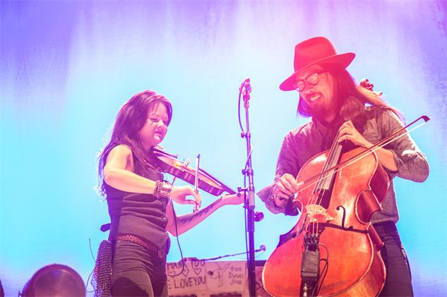 liz-atkins-and-avett-brothers 1a8a3975