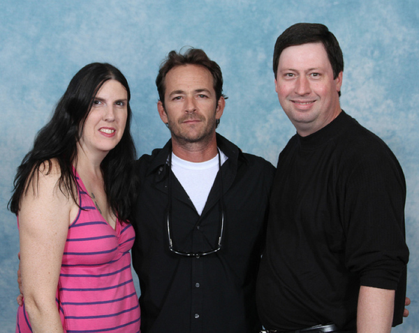 luke-perry-poses-with-nerds photo_8160_0-4
