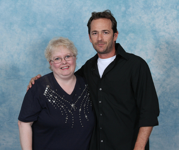 luke-perry-poses-with-nerds photo_8161_0-5